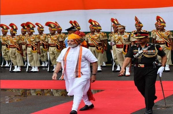 गार्ड ऑफ ऑनर झाल्यानंतर नरेंद्र मोदी यांनी देशवासियांना संबोधित केलं