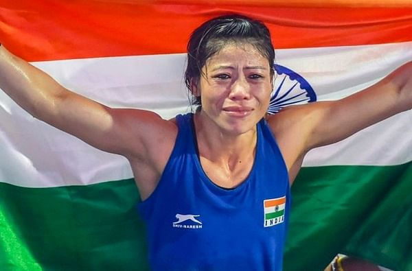 तब्बल सहा वेळा वर्ल्ड चॅम्पियन राहिलेली भारतीय बॉक्सर मेरी कॉमवर (Mary Kom) सर्वाधिक अपेक्षा आहेत. 2012 च्या लंडन ऑलम्पिकमध्ये कांस्य पदक विजेती मेरी 2016 च्या रिओ  ऑलम्पिकमध्ये हिस्सा घेऊ शकली नव्हती. त्यामुळे यंदा मेरी पदक पटकावेल अशी आशा सर्व भारतीय करत आहेत.