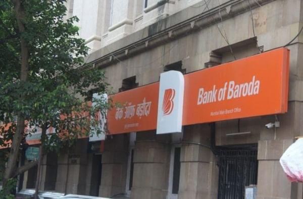 1. बँकेच्या वेबसाईटवर जाऊन QR Code स्कॅन करा. 2. कस्टमर केअर हेल्प डेस्क क्रमांक 1800 258 1700 वर संपर्क करा किंवा तुमच्या बँक शाखेत जा.