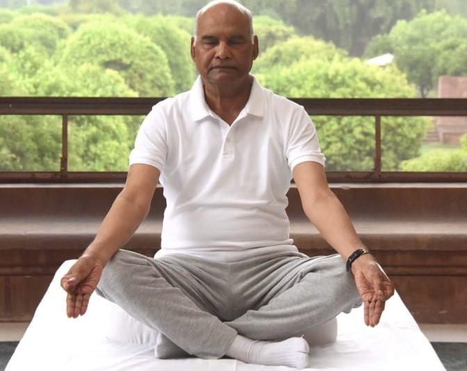 राष्ट्रपती रामनाथ कोविंद यांची योगासने