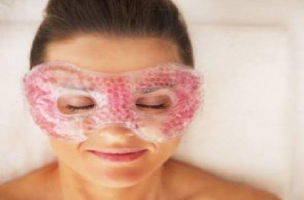 स्टेप 4 : उपचार फेस मास्क काढून टाकल्यानंतर, हायड्रा ब्यूटी सीरमचे 4-6 थेंब तळहातावर लावा, चेहऱ्यावर बोटांनी स्ट्रोक देऊन लावा.