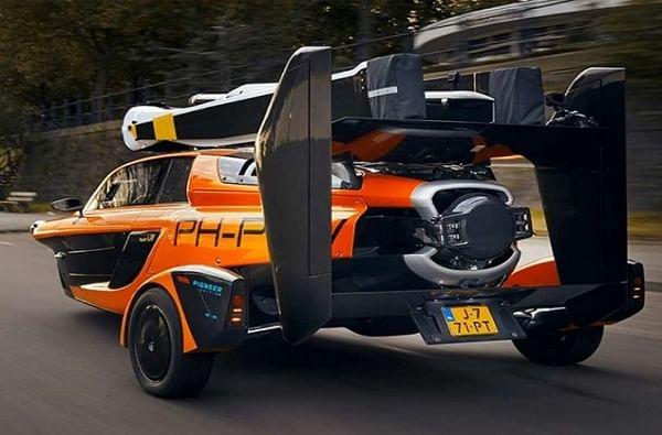 ही कार उडवण्यासाठी युरोपियन एव्हिएशन सेफ्टी एजन्सीच्या मंजुरीची आवश्यकता आहे. कंपनीने दावा केला आहे की 2022 पर्यंत या कारला हवेत उडवण्याची परवानगी मिळेल.