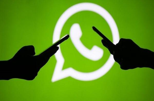 WhatsApp ने अर्काईव्ह चॅटमध्ये नवीन अपडेट आणलं आहे, ज्यामध्ये अर्काईव्ह चॅटमध्ये मेसेज आला तरी ते चॅट ओपन होणार नाही. (अर्काईव्ह चॅटमध्ये मसेज आला तरी तो मेसेज लेटेस्ट मेसेजेसमध्ये दिसणार नाही.)