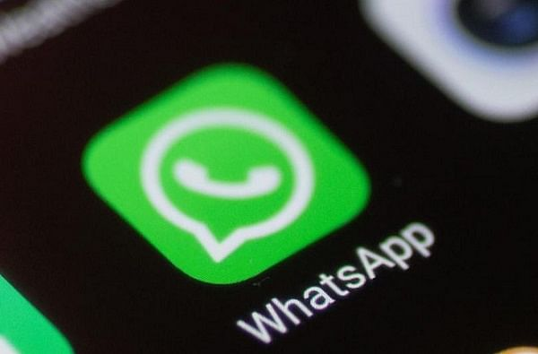 WhatsApp मध्ये सिक्रेट चॅटिंगचा कोणताही ऑप्शन नाही. परंतु आपलं चॅट लपवण्यासाठी बरेच लोक अर्काईव्ह चॅटचा वापर करतात.