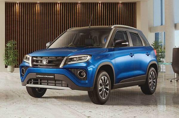 टोयोटा अर्बन क्रूजर (Toyota Urban Cruiser) : टोयोटा किर्लोस्कर कंपनीने नुकतीच अर्बन क्रूजर ही कार भारतीय मार्केटमध्ये लाँच केली आहे. ही गाडी मारुती सुझुकी विटारा ब्रेझासारखीच आहे. दोन्ही गाड्यांमध्ये तुम्हाला सारखंच बॉडी पॅनल मिळेल. तसेच ऑन बोर्ड फिचर्सही सारखेच आहेत. सुरक्षिततेच्या बाबतीत ही गाडे ब्रेझापेक्षा थोडी मागे आहे.