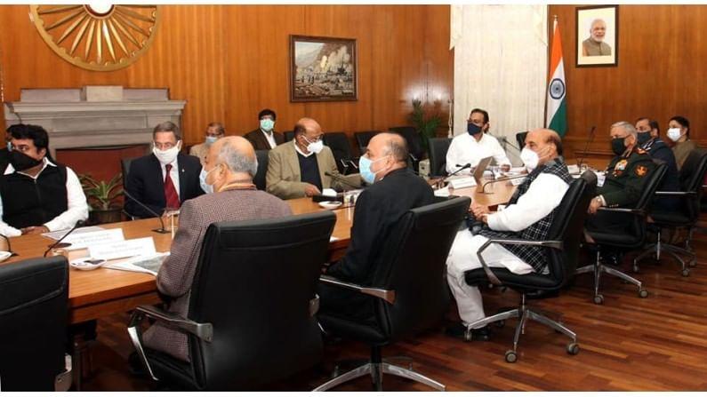 प्रस्तावित विमानतळाचे काम जलदगती व प्राधान्यक्रमाने सुरू व्हावं यासाठी दिल्लीत बैठक आयोजित करण्यात आली होती.