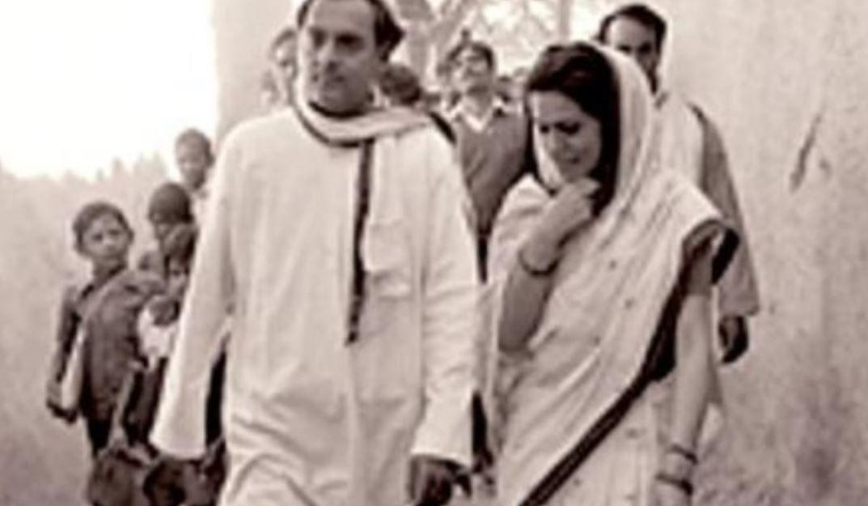 सोनिया गांधी यांनी भारताचे पूर्व प्रधानमंत्री राजीव गांधी यांच्यासोबत विवाह केला होता. या दोघांची लव्ह स्टोरी खूप रंजक आहे. राजीव गांधी शिक्षणासाठी लंडनमध्ये असताना आपल्या मित्रांसोबत फिरायला जायचे. 1956 मध्ये राजीव गांधी एका हॉटेलमध्ये गेले असता त्यांना सोनिया गांधी दिसल्या आणि ते प्रेमात पडले.
