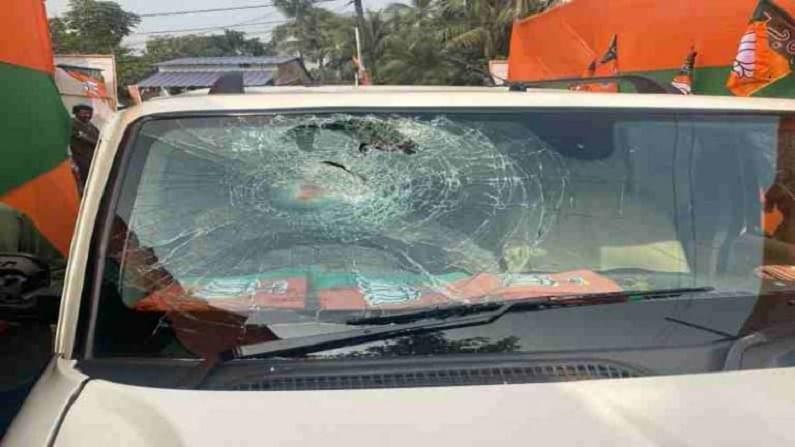 कैलाश विजयवर्गीय, राहुल सिन्हा यांच्या वाहनांवर हल्ला झाला, त्यांच्या वाहनांची परिस्थिती पाहा. माझी गाडी बुलेट प्रुफ असल्यामुळे वाचलो, असं जे.पी. नड्डा म्हणाले. बंगालमध्ये प्रशासन नावाची गोष्ट अस्तित्वात नसल्याचा आरोप जे.पी.नड्डांनी केला. सीआरपीएफ नसेल तर बंगालमध्ये फिरणं अशक्य आहे. कार्यकर्त्यांची काय अवस्था असेल, असं जे.पी. नड्डा म्हणाले.