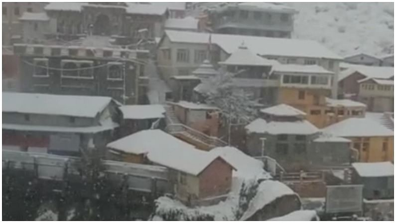 snow fall at badrinath Temple