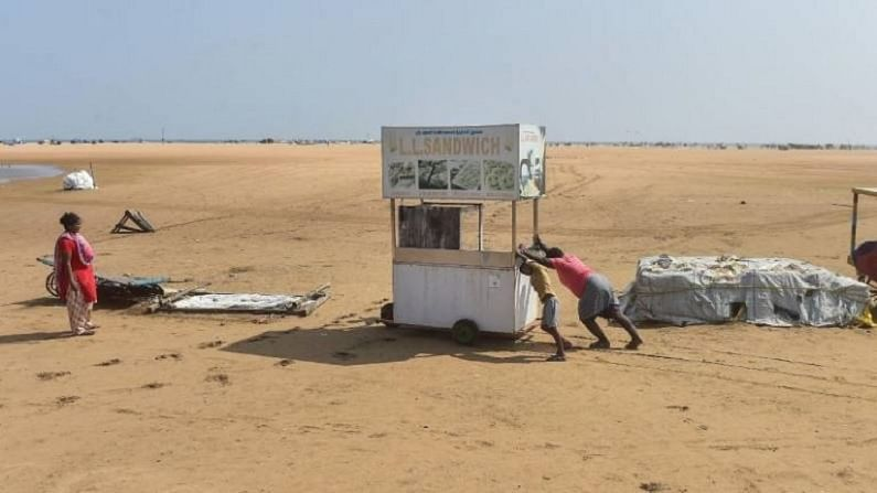 चेन्नई पर्यटकांचं आवडत ठिकाण आहे. चेन्नईचा प्रसिद्ध मरीना बीच पर्यटकांच्या स्वागताला सज्ज होत आहे. येथील पर्यटनावर घालण्यात आलेली बंदी उठवण्यात आली आहे.
