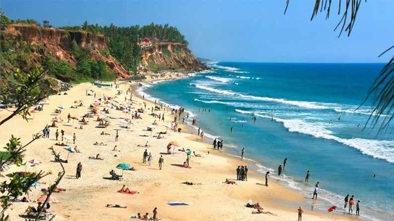 सुट्टीचा हंगाम सुरू झाला आहे. बर्याच लोकांना आपली सुट्टी स्वच्छ, निळ्याशार आणि सुंदर अशा समुद्र किनाऱ्यांवर घालवायची असते. तुम्हालाही जर भारतातील समुद्र किनाऱ्यांवर फिरायचे असेल, तर आम्ही तुम्हाला अशाच काही समुद्रकिनाऱ्यांविषयी माहिती देत आहोत, जे त्यांच्या स्वच्छतेसाठी परिचित आहेत.