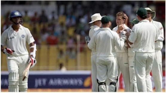 टीम इंडियाने केवळ परदेशातच निच्चांकी धावा केल्या, असं नाही. टीम इंडियाने भारतातही निच्चांकी धावसंख्या केली आहे. भारताने 2008 मध्ये अहमदाबादमध्ये दक्षिण आफ्रिकेविरोधात निराशाजनक कामगिरी केली होती. टीम इंडियाने एकामागोमाग एक विकेट टाकल्या. यामुळे टीम इंडिया अवघ्या  76 धावांवर ऑल आऊट झाली. या सामन्यात आफ्रिकेचा डाव आणि 90 धावांनी विजय झाला होता.