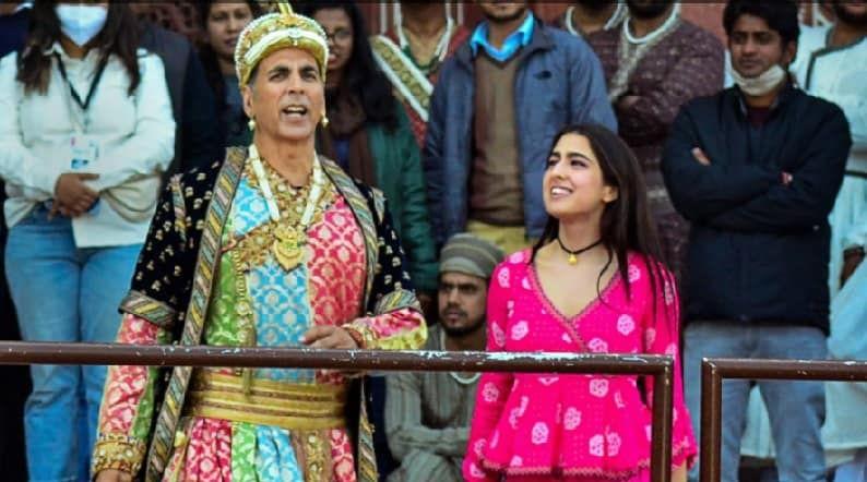 प्रदीर्घ अवाकाशानंतर बॉलिवुडमध्ये अनेक चित्रपटांचे शूटींग सुरु झाले आहे. अभिनेता अक्षय कुमार आणि अभिनेत्री सारा अली खान यांची भूमिका असलेला अतरंगी रे या चित्रपटाचे चित्रीकरणही सुरु झाले आहे.