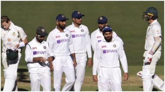 ऑस्ट्रेलियाविरोधातील पहिल्या कसोटी सामन्यात टीम इंडियाचा दुसरा डाव 36 धावांवर आटोपला. टीम इंडियाची कसोटी क्रिकेटच्या इतिहासात ही सर्वात निच्चांकी धावसंख्या ठरली. याआधी टीम इंडिया 1974 मध्ये  42 धावांवर ऑल आऊट झाली होती. सुनील गावसकर या  दोन्ही घटनांचे साक्षीदार राहिले आहेत. 1974 मधील या सामन्यात गावसकर हे खेळाडू म्हणून टीम इंडियाचे भाग होते. तर आता गावसकर हे समालोचक म्हणून या घटनेचे साक्षीदार झाले. गावसकर आणि 36 चा आकडा यांच्यात विशेष नातं आहे.