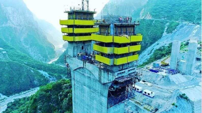 भारतीय रेल्वेचा पहिला केबल ब्रिज जम्मू-काश्मीरमधील ऊधमपूर-श्रीनगर-बारामुल्ला रेल लिंक विभागात उभारला जात आहे. 'अंजी ब्रिज' असे या पुलाचे नाव असून, याची लांबी 473.25 मीटर आहे.