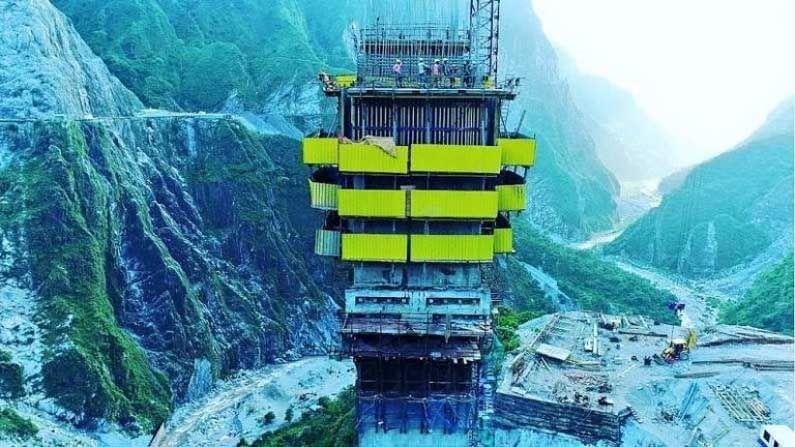 अंजी पुलाच्या खांबाची उंची नदीच्या तळापासून 331 मीटर आहे.