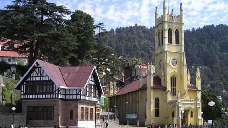 ख्रिस्त चर्च, शिमला : 'हिल्स क्वीन' शिमलाच्या रिज मैदानावर हे ऐतिहासिक ख्रिस्त चर्च आहे. 1857मध्ये बनवलेले हे उत्तर भारतातील दुसरी सर्वात प्राचीन चर्च आहे, ज्याचे सौंदर्य आजही बऱ्याच लोकांना आकर्षित करते.