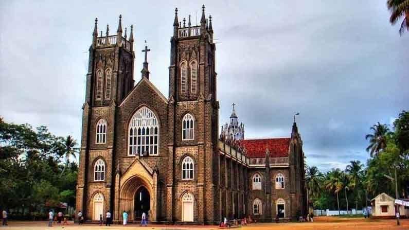 सेंट अँड्र्यूज बेसिलिका अर्थुनकल चर्च, अल्लेप्पी : हे दक्षिण भारतातील सर्वात प्रसिद्ध आणि सुंदर चर्च आहे. पोर्तुगीज मिशनऱ्यांनी सोळाव्या शतकात हे चर्च बांधले होते.