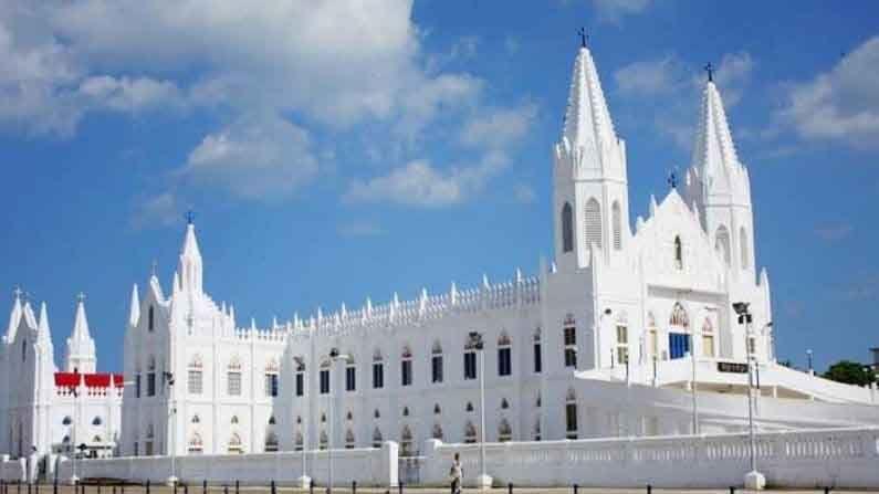 वेलंकन्नी चर्च, तामिळनाडू : या चर्चला 'बॅसिलिका ऑफ अवर लेडी ऑफ गुड हेल्थ' म्हणून ही ओळखले जाते. 16व्या शतकात हे चर्च बनवले गेले आहे.