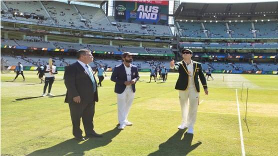क्रिकेटमध्ये दररोज नवीन घडामोडी होतात. आज म्हणजेच 26 डिसेंबरला एकूण 3 बॉक्सिंग डे कसोटी सामन्यांना सुरुवात झाली. विशेष म्हणजे कसोटी क्रिकेटमध्ये पहिल्यांदाच 3 विकेटकीपर कर्णधार नाणेफेकीसाठी मैदानात आले.