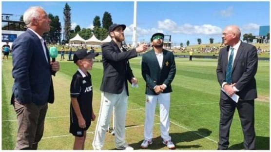 या 3 पैकी पहिल्या सामन्याची सुरुवात न्यूझीलंडमध्ये झाली. न्यूझीलंड विरुद्ध पाकिस्तान यांच्यातील कसोटी सामन्यासाठी पाकिस्तानचा विकेटकीपर कर्णधार मोहम्मद रिझवान मैदानात उतरला होता.