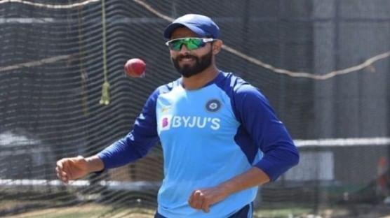 टीम इंडियाला ऑस्ट्रेलियाकडून पहिल्या कसोटीत लाजीरवाणा पराभव स्वीकारावा लागला. यानंतर टीम इंडियाने दुसऱ्या कसोटीत दमदार कामगिरी केली आहे. दुसऱ्या कसोटीतील पहिल्या डावात अजिंक्य रहाणेचं शतक जाडेजाच्या अर्धशतकाच्या जोरावर टीम इंडियाने 131 धावांची आघाडी मिळवली.