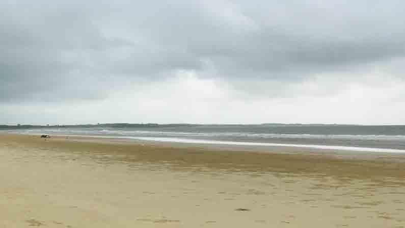 अतिशय स्वच्छ समुद्र किनारा आणि इथले निळेशार पाणी यामुळेच या समुद्राला 'ब्ल्यू फ्लॅग'चा सन्मान मिळाला आहे.