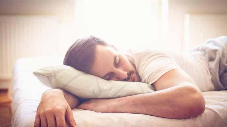 डॉ.राज यांनी टिकटॉकवर लवकर झोप येण्यासाठी जी ट्रिक सांगितली आहे तिला 10-3-2-1 मेथड नाव देण्यात आले आहे. डॉक्टर म्हणतात की ही ट्रिक अवलंबल्याने तुमचे शरीर आपोआपच झोपेसाठी तयार होऊ लागते.