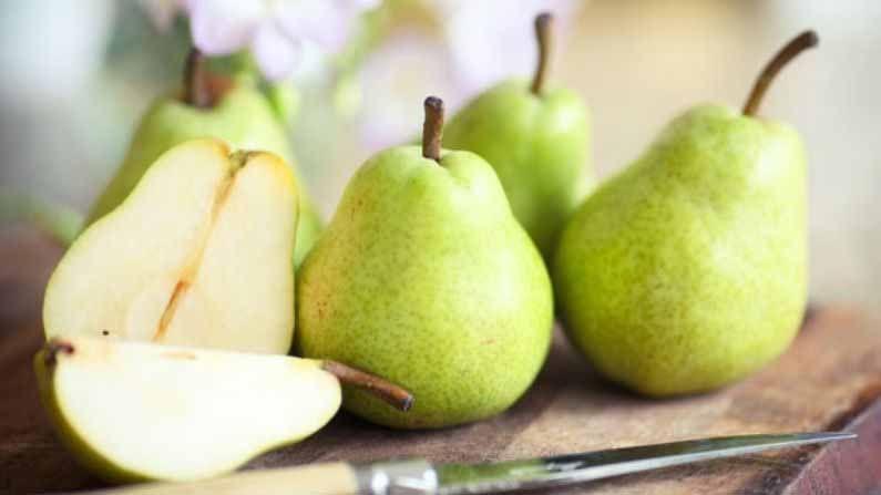 हिवाळ्याच्या मोसमात पेअर अर्थात नाशपती या फळाची विक्री देखील मोठ्याप्रमाणात होते. पेअर जितका स्वादिष्ट आहे, तितकाच त्याचा रसही फायदेशीर मानला जातो. नाशपतीमध्ये अँटीऑक्सिडेंट आणि अँटी इंफ्लेमेटरी गुणधर्म असतात जसे की व्हिटॅमिन ई आणि सी.