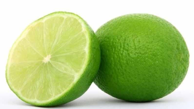 मोसंबी हे एक आंबट फळ आहे, जे व्हिटामिन सीने समृद्ध आहे. आपण त्याचा रस देखील पिऊ शकता. मोसंबीमध्ये आढळणारे फायबर शरीरासाठी खूप फायदेशीर आहे.