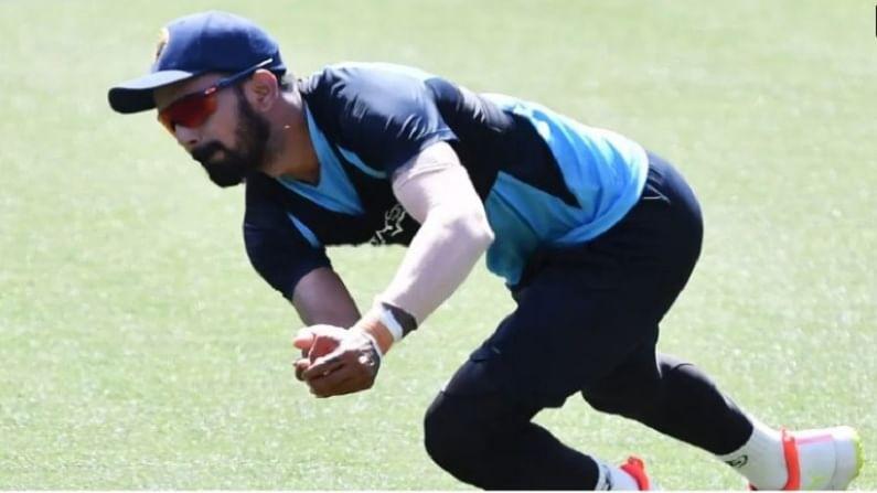 याअगोदर दोन कसोटी सामन्यांमध्ये भारताचे तीन खेळाडू जायबंदी झाले आहेत. दुखापतीमुळे आधीच के एल राहुल बाहेर पडला आहे. सिडनी टेस्टच्या अगोदर काही दिवस राहुलला प्रॅक्टिस करताना दुखापत होऊन तो सिरीजबाहेर गेला आहे. भारतीय संघाला राहुलच्या जाण्याने मोठा धक्का बसला.