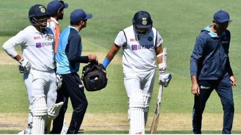 टीम इंडियाचा वेगवान गोलंदाज मोहम्मद शमी (Mohammed Shami) अॅडलेड कसोटीत दुखापतग्रस्त होऊन सिरीजमधून बाहेर पडला आहे. पॅट कमिन्सचा बॉल लागल्याने त्याला मोठी दुखापत झालीय. याच कारणास्तव त्याला मायदेशी परतावं लागलं आहे.