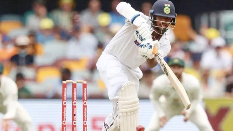 टीम इंडियाचा प्रमुख गोलंदाज जसप्रीत बुमराह हा इंग्लंडविरुद्धच्या पहिल्या कसोटीत खेळणार आहे. तर बुमराहनंतर दुसरा प्रमुख गोलंदाज म्हणून ईशांत शर्मा किंवा मोहम्मद सिराज यापैकी एकाची निवड केली जाणार असल्याचे बोलले जात आहे.