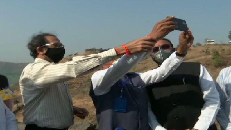 Cm Uddhav Thackeray teach Selfie To Rajendra Shingane