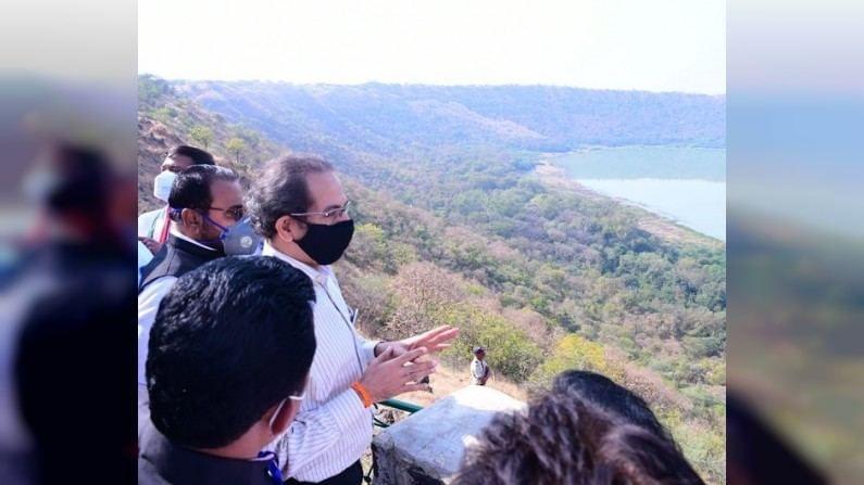 Photo : मुख्यमंत्री उद्धव ठाकरे यांची लोणार सरोवराला भेट, पाहा फोटो