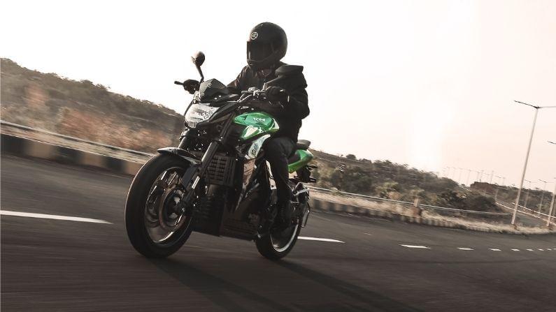 कबिरा मोबिलिटीने या दोन्ही बाईक्ससाठी आकर्षक किंमती ठेवल्या आहेत. KM3000, या बाईकची पीक पॉवर 6000W इतकी आहे. या बाईकची किंमत 1,26,990 रुपये (एक्स शोरुम गोवा) इतकी ठेवण्यात आली आहे, तर KM4000 या बाईकची पीक पॉवर 8000W इतकी आहे. या बाईकची किंमत 1,36,990 रुपये (एक्स शोरुम गोवा) इतकी ठेवण्यात आली आहे.