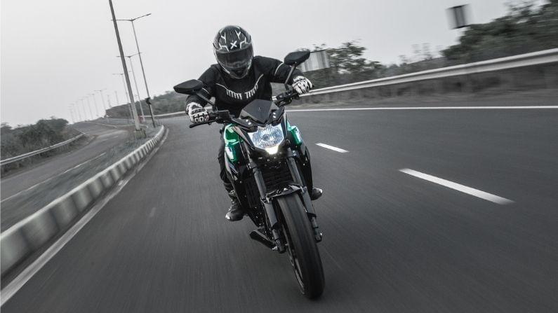 KM3000 या बाईकचं टॉप स्पीड 100KMPH इतकं आहे तर या बाईकची रेंज 120KM पर्यंत आहे. KM4000 या बाईकचं टॉप स्पीड 120KMPH आणि रेंज 150KM इतकी आहे.
