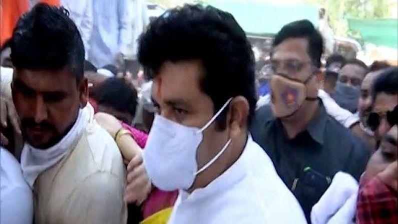 संजय राठोड हे बुधवारी नागपुरात दाखल झाल्यानंतर याचा प्रत्यय आला. यावेळी विमानतळावर एकही शिवसैनिक हजर नव्हता.