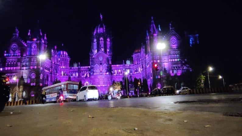 जगातील सर्व महिलांच्या सन्मान देण्याच्या पार्श्वभूमीवर या ठिकाणी गुलाबी रंगाने रोषणाई केली आहे.