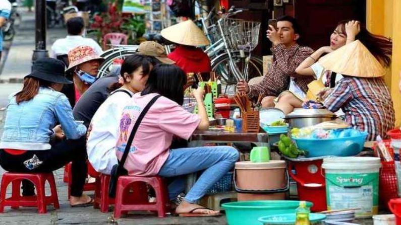 व्हिएतनाम देखील भेट देण्यासाठी एक सुंदर देश आहे. इथल्या चलनाला डोंग म्हणतात. येथे भारतीय 1 रुपयाची किंमत 316.22 डोंग आहे. हा देश सुंदर लोकल आणि स्ट्रीट फूडसाठी प्रसिद्ध आहे. इथेही तुम्हाला श्रीमंत असल्या सारखं वाटेल.