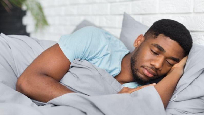 World Sleep Day 2021 : 'या' ट्रिकने 2 मिनिटांत लागेल झोप, युद्धादरम्यान सैनिकही वापरायचे ही पद्धत