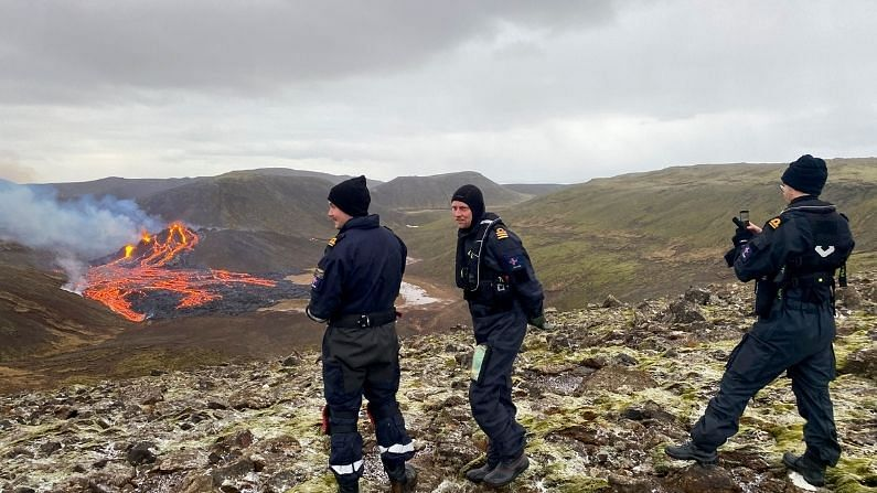 हे घडल्यानंतर आइसलँडिक मेटेरोलॉजिकल ऑफिसने ट्विट केले आहे की, 'फाग्राडाल्स्फॉलमध्ये आता ज्वालामुखीतून लाल रंगाचा लावा वाहू लागला आहे, परंतु नुकसान होण्याची शक्यता कमी आहे. घटना शुक्रवारी रात्री 08:45 वाजताची आहे.