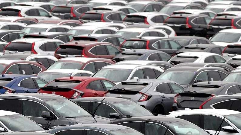 कच्च्या मालाच्या किंमतीत झालेली वाढ ही वाहन उद्योगातील किंमती वाढण्यामागचं प्रमुख कारण आहे. या वर्षात अशी वाढ दुसऱ्यांदा होत आहे. वाहन उत्पादक कंपन्या पुढील महिन्यापासून त्यांच्या वाहनांच्या किंमती 1 ते 3 टक्क्यांनी वाढवू शकतात. महिंद्रा अँड महिंद्रा, आयशर मोटर्स आणि अशोक लेलँड या कंपन्या एप्रिल-मेमध्ये दर वाढवू शकतात.