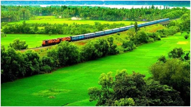 कोकण रेल्वेचा हा मार्ग आहे, याठिकाणी सर्वत्र हिरवळ आहे. या जागेवरुन ट्रेन गेल्यावर काय अनुभव येईल हे आपण फोटोतून अंदाज लावू शकता.