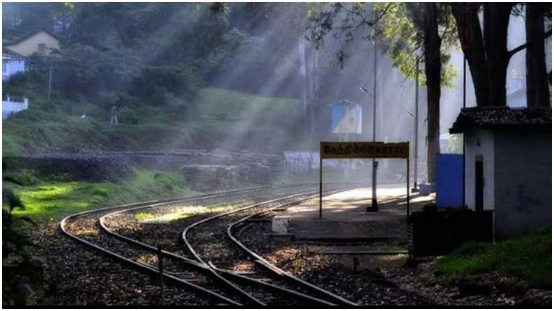 हे दृश्य तमिळनाडूमधील केट्टीमधील आहे, याठिकाणी हेरिटेज स्टेशन आहे नैसर्गीकदृष्ट्या समृद्ध असल्यामुळे हे ठिकाण प्रसिद्ध आहे.