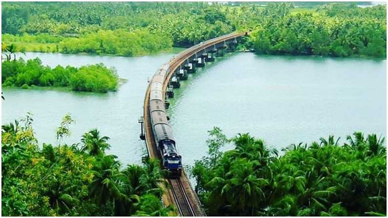 कर्नाटकातील शरावती नदीचे हे दृश्य आहेत, या ठिकाणाहून रेल्वेतून प्रवास करताना सुंदर अनुभव मिळतो.