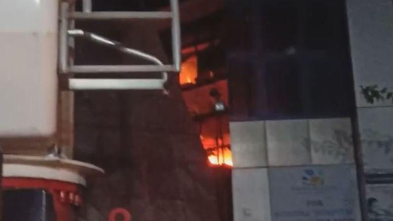 सध्या अग्निशमन दलाच्या 20 गाड्या घटनास्थळी दाखल झाल्या आहेत. ही आग विझवण्यासाठी शर्थीचे प्रयत्न केले जात आहे. मात्र ही आग अद्याप आटोक्यात आलेली नाही.