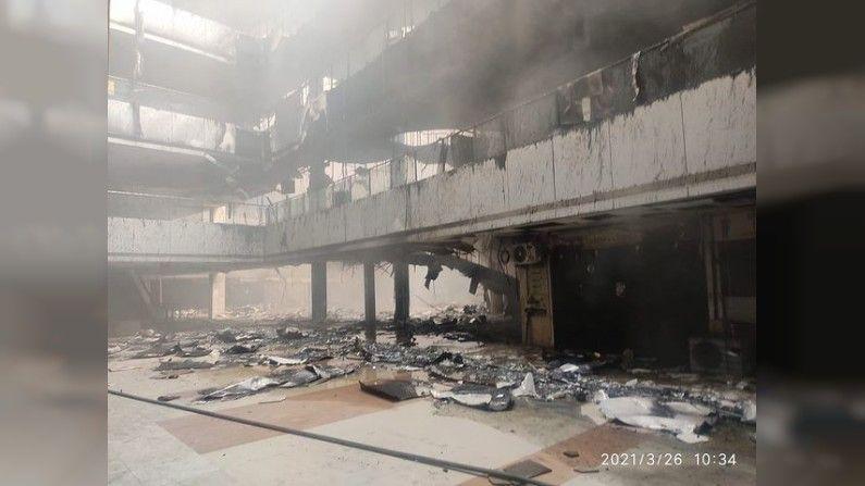 भांडूपच्या ड्रीम मॉलमधील सनराईस रुग्णालयाला( Bhandup Sunrise Covid hospital fire) गुरुवारी मध्यरात्रीच्या सुमारास आग लागली या आगीत 10 जणांचा होरपळून मृत्यू झाला असून अनेकजण जखमी झाले.