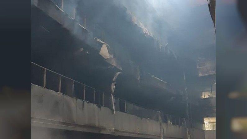 या दुर्घटनेंतर मुख्यमंत्री उद्धव ठाकरे आणि मुंबईच्या महापौर किशोरी पेडणेकर यांनी आज ( शुक्रवारी) घटनास्थळी भेट दिली. त्यानंतर भांडूपच्या आगीचा दोन दिवसांत अहवाल येणार असून नंतर दोषींवर कारवाई करु असे आश्वासन महापौर किशोरी पेडणेकर (Kishori Pednekar) यांनी दिले.