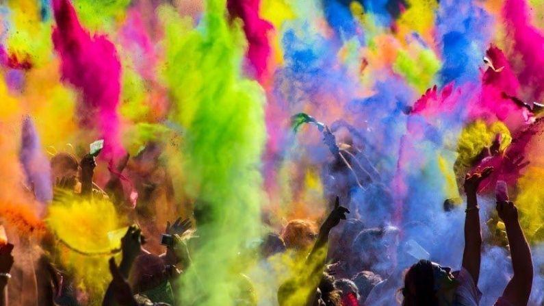 खमंग पुरणपोळीचा आस्वाद घेण्याआधी, रंगामध्ये रंगून जाण्याआधी, होळीच्या धुरामध्ये हरवून जाण्याआधी, पौर्णिमेचा चंद्र उगवण्याआधी, तुम्हाला मी व माझ्या परिवारातर्फे, होळीच्या हार्दिक शुभेच्छा!